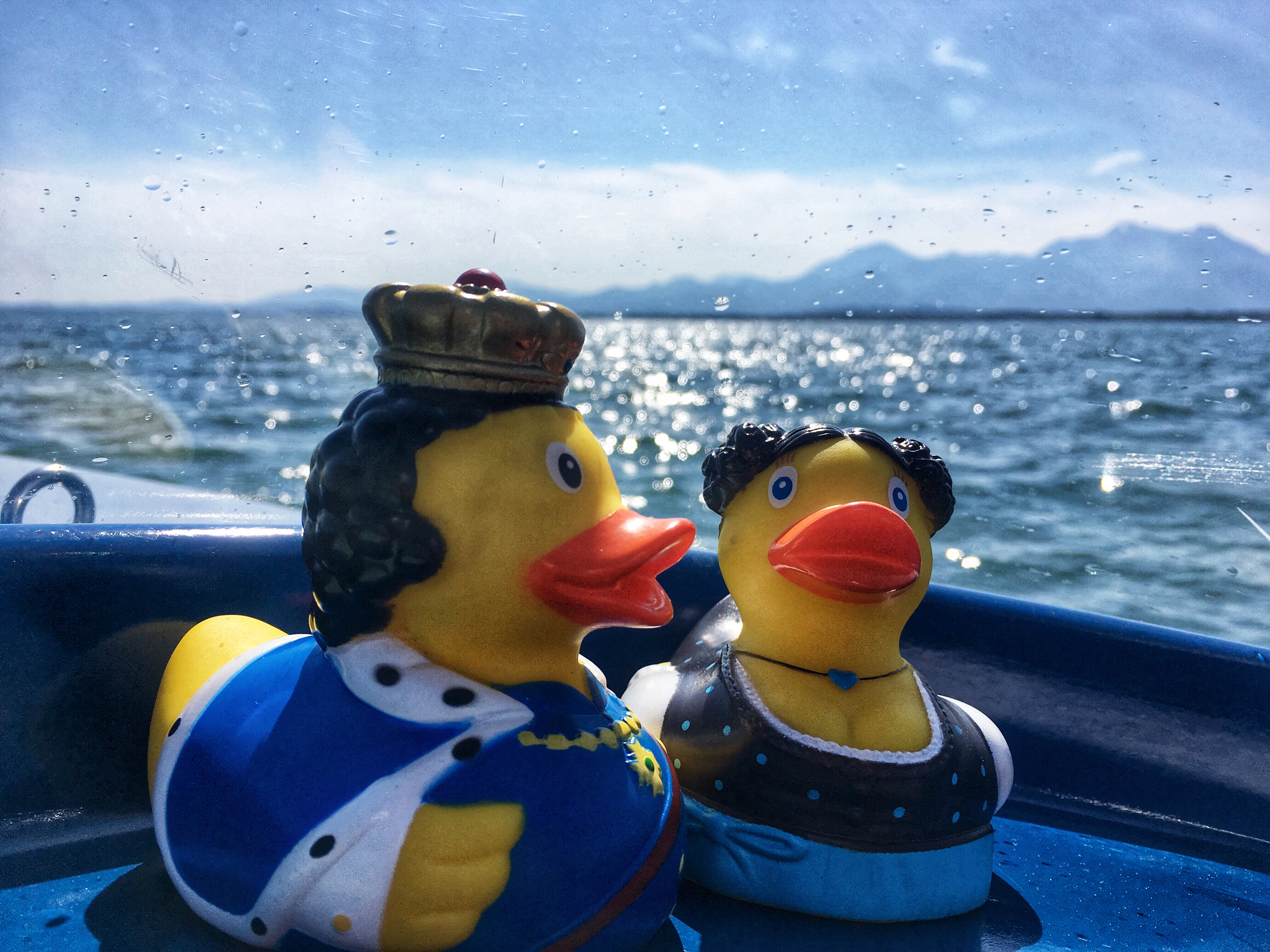 Chiemsee. Sommer im Mai. Starring Resl & Wickerl